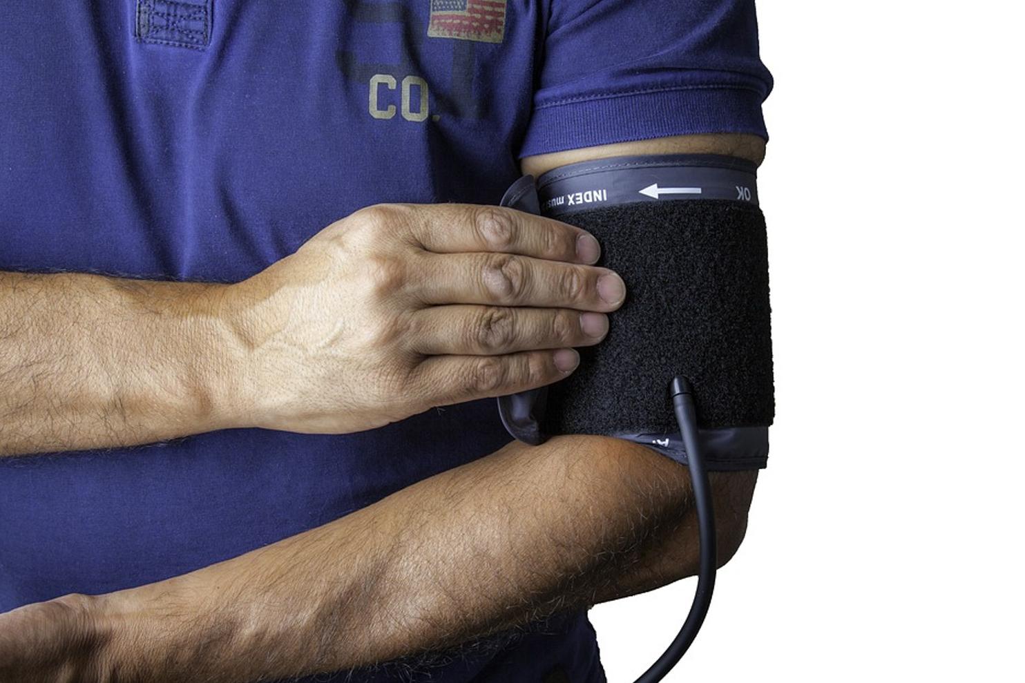 hogy a sajtót magas vérnyomásban pumpálja hogyan lehet emelni a test magas vérnyomással járó hangját