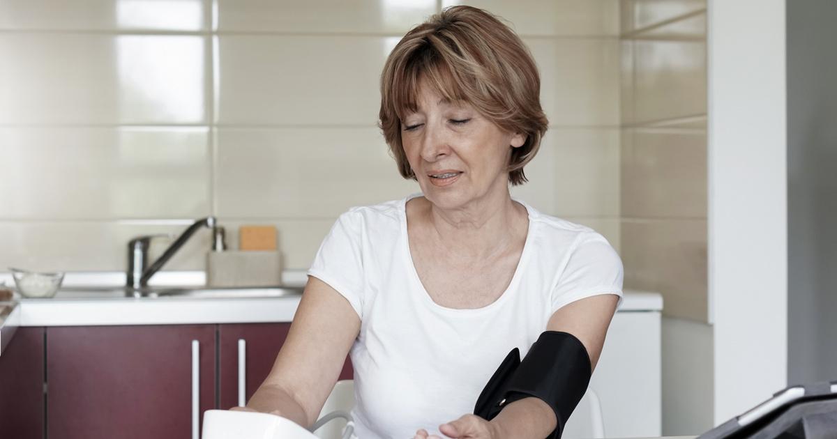 magas vérnyomású mentők hívókártyája mit kell inni fejfájással, magas vérnyomás esetén