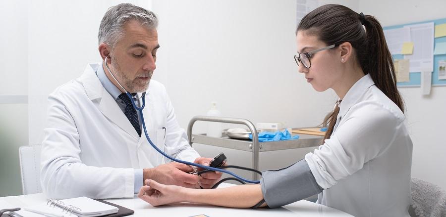kórházi kezelés magas vérnyomás miatt másodfokú hipertónia tünetei és kezelése