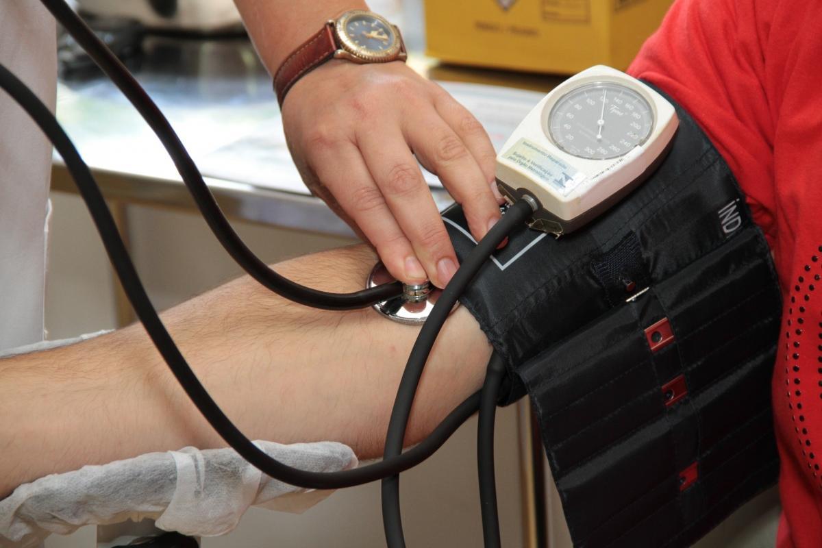 magas vérnyomás lép fel