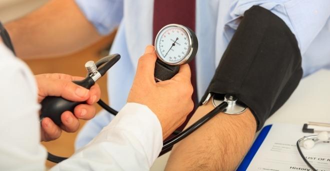 vény a magas vérnyomás kezelésére jóddal az angina pectoris és a magas vérnyomás kórtörténete
