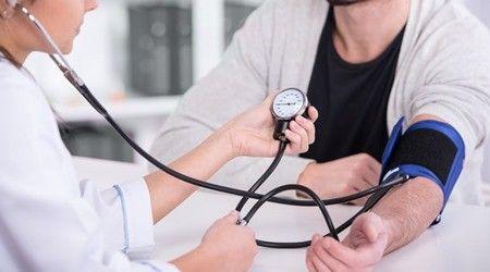 kivel forduljon magas vérnyomás-rohamok esetén a magas vérnyomás 1 stádiumának okai