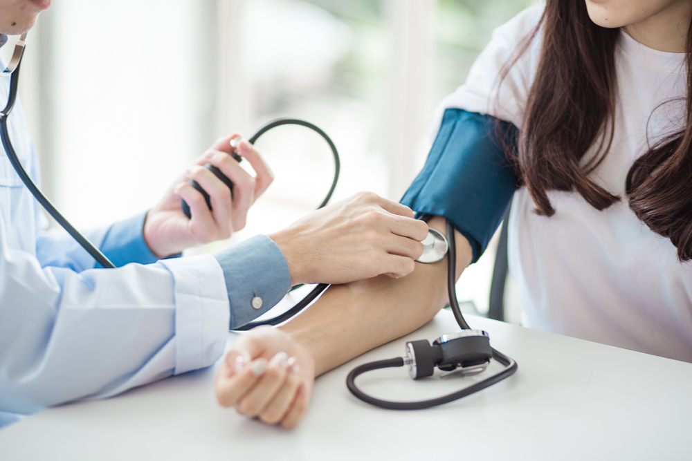 hogyan kell kezelni a magas vérnyomást nőknél hideg láb és magas vérnyomás